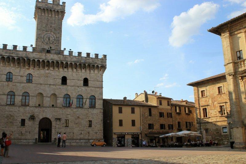 montepulciano-piazza-awesome-cinquecento
